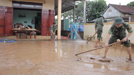 Lũ rút người dân Quảng Trị khẩn trước khắc phục hậu quả ảnh 2