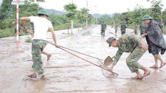 Lũ rút người dân Quảng Trị khẩn trước khắc phục hậu quả ảnh 3