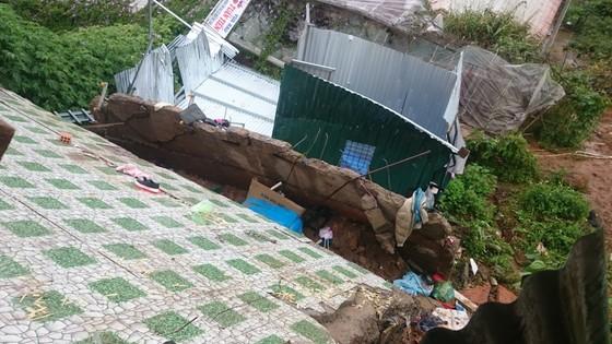 Sạt lở gây sập nhà ở Đà Lạt, cụ ông 81 tuổi bị thương nặng ảnh 1