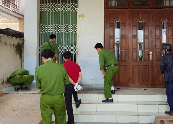 Bắt giữ 3 nghi can cài mìn trước cửa nhà dân  ảnh 1