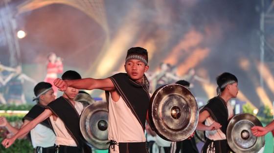 Đêm khai mạc Festival Hoa Đà Lạt đầy sắc màu ảnh 4