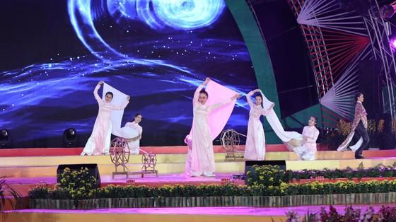 Đêm khai mạc Festival Hoa Đà Lạt đầy sắc màu ảnh 10
