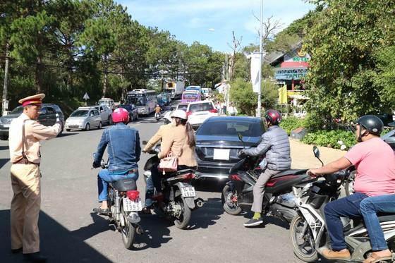 Du khách tấp nập về Đà Lạt nghỉ Tết Dương lịch ảnh 13