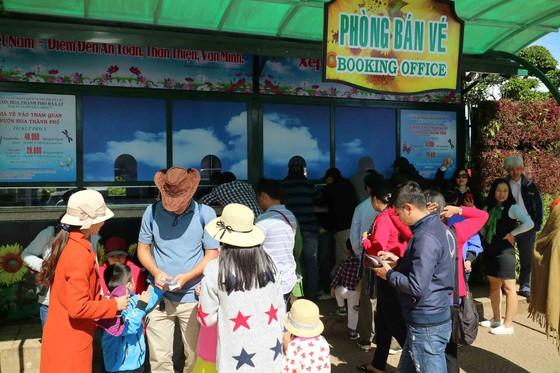 Du khách tấp nập về Đà Lạt nghỉ Tết Dương lịch ảnh 2