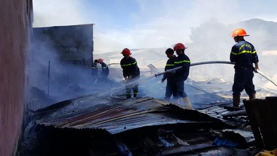 Hỏa hoạn thiêu rụi 4 căn nhà ngày đầu năm ảnh 2