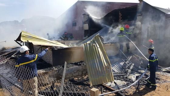 Hỏa hoạn thiêu rụi 4 căn nhà ngày đầu năm ảnh 3