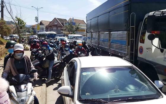 Lượng khách du lịch đổ về Đà Lạt tăng mạnh ảnh 2