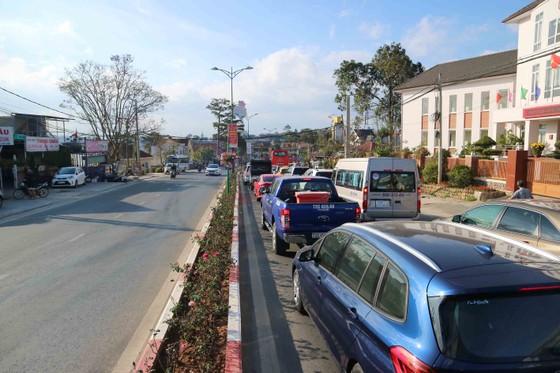 Lượng khách du lịch đổ về Đà Lạt tăng mạnh ảnh 5