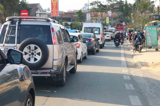 Lượng khách du lịch đổ về Đà Lạt tăng mạnh ảnh 4