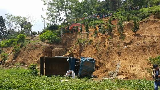 Xe tải lật nhiều vòng xuống vực sâu, tài xế bị thương nặng ảnh 3