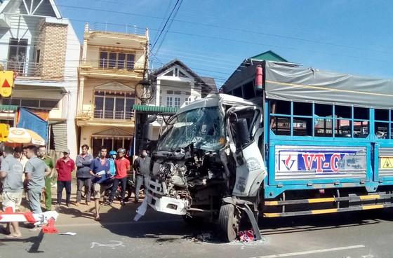 Xe khách tông xe tải chở gas, 1 người bị thương ảnh 1