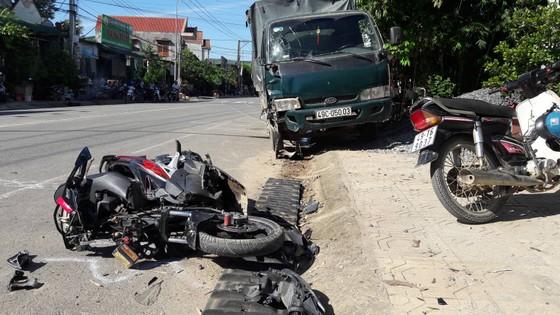 Ô tô gây tai nạn liên hoàn khiến 3 người thương vong ảnh 1