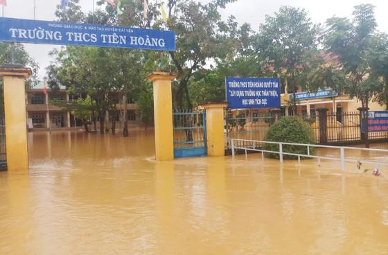 Mưa lớn khiến nhiều khu vực ở Lâm Đồng ngập sâu ảnh 1
