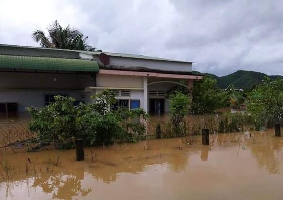 Mưa lớn khiến nhiều khu vực ở Lâm Đồng ngập sâu ảnh 5
