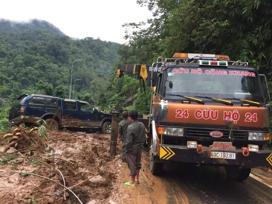 Sạt lở đèo Bảo Lộc, giao thông tê liệt ảnh 1