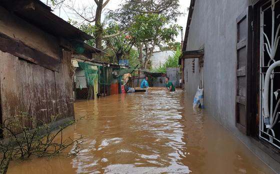 Mưa kéo dài, hơn 100 nhà dân tại phố núi Bảo Lộc bị ngập sâu ảnh 2