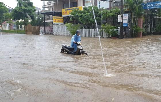 Mưa kéo dài, hơn 100 nhà dân tại phố núi Bảo Lộc bị ngập sâu ảnh 1