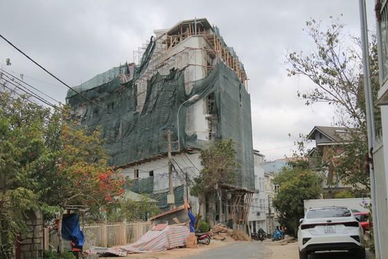Buộc tháo dỡ 2 tầng khách sạn, xây sai phép hơn 1.200m2 giữa trung tâm Đà Lạt ảnh 1