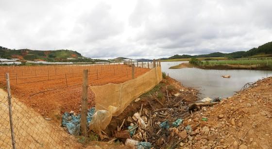 Hồ cấp nước sinh hoạt cho Đà Lạt ngày càng ô nhiễm ảnh 1