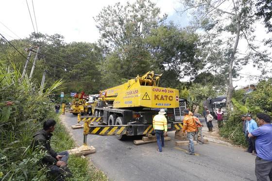 Xe giường nằm lật xuống vực ở Đà Lạt, hơn 20 du khách may mắn thoát nạn ảnh 2