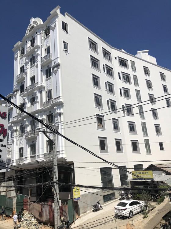 Sẽ cưỡng chế khách sạn xây vượt tầng, sai phép giữa trung tâm Đà Lạt ảnh 4