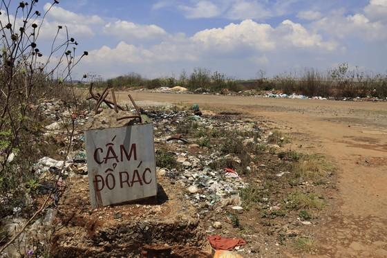 Sân bay Cam Ly (Đà Lạt) tràn ngập rác thải ảnh 8
