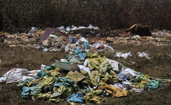 Sân bay Cam Ly (Đà Lạt) tràn ngập rác thải ảnh 3