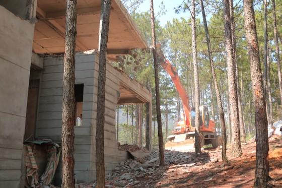 Tháo dỡ công trình xây dựng không phép trong khu nghỉ dưỡng ở hồ Tuyền Lâm – Đà Lạt ảnh 4