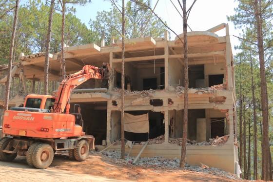 Tiếp tục tháo dỡ nhiều công trình xây dựng không phép trong khu nghỉ dưỡng ở hồ Tuyền Lâm – Đà Lạt ảnh 3