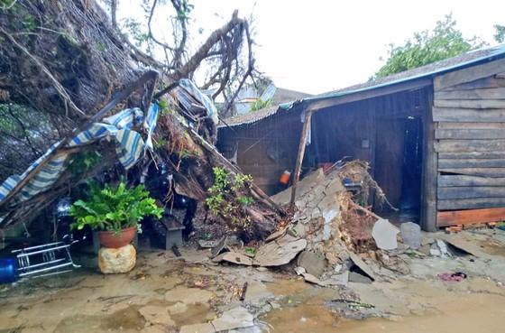 Lốc xoáy làm tốc mái hàng chục căn nhà ảnh 2