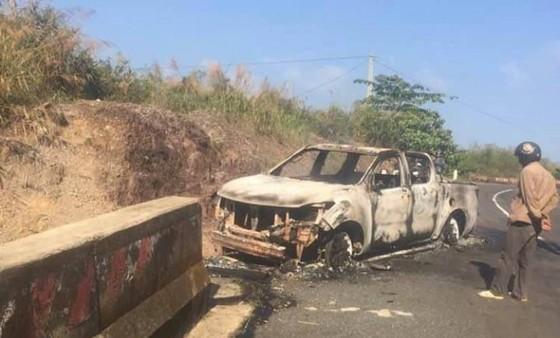 Vụ xe bán tải bốc cháy với thi thể bên trong: Bắt bí thư đảng ủy xã để điều tra ảnh 2