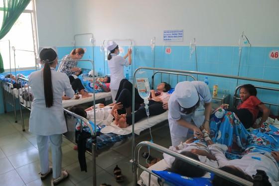 135 học sinh nhập viện sau khi ăn bánh mì tại trường học ảnh 1