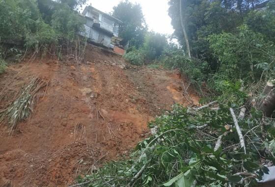Đà Lạt: Di dời người dân sau mưa lớn gây sạt lở đất ảnh 2