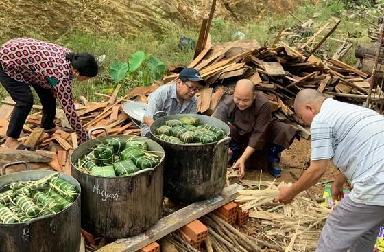 Lâm Đồng: Tất bật gói hơn 6.000 bánh chưng, bánh tét hỗ trợ miền Trung ảnh 2