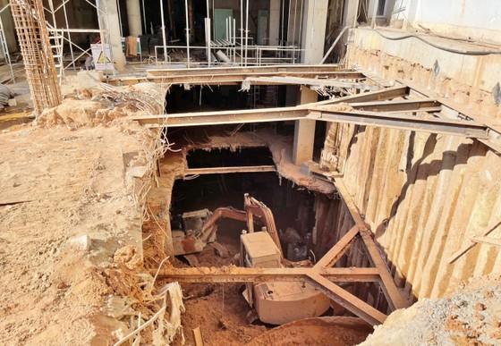 Di dời khẩn cấp nhiều hộ dân vì công trình xây khách sạn gây sụt lún ảnh 1