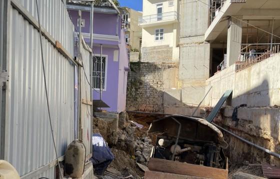 Di dời khẩn cấp nhiều hộ dân vì công trình xây khách sạn gây sụt lún ảnh 2