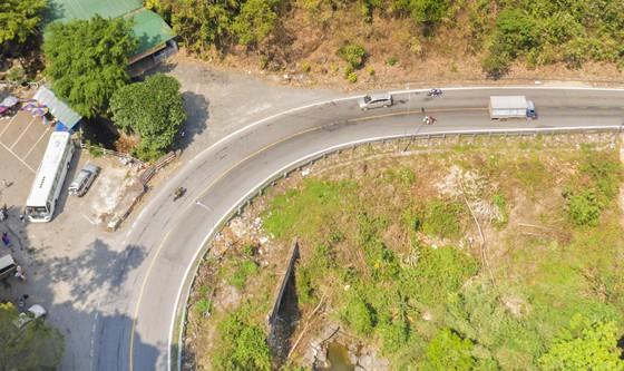 Phương tiện nối đuôi nhau vi phạm trên đèo Bảo Lộc ảnh 10
