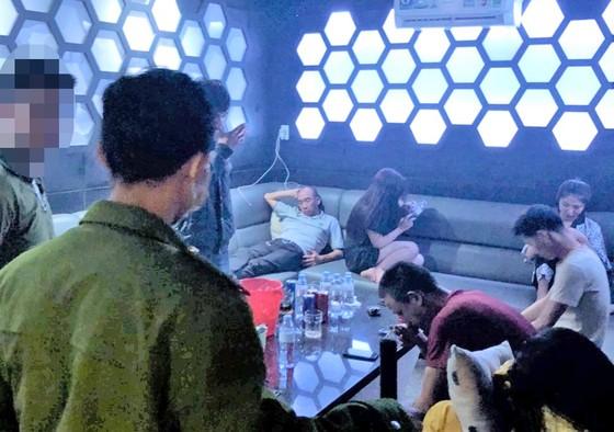 Mở tiệc ma túy trong quán karaoke bất chấp lệnh đóng cửa phòng, chống Covid-19 ảnh 1