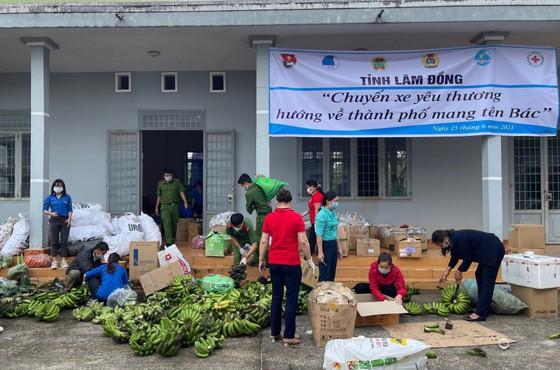 Lâm Đồng tiếp tục gửi nhiều 'chuyến xe yêu thương' tiếp sức TPHCM phòng chống dịch Covid-19 ảnh 3