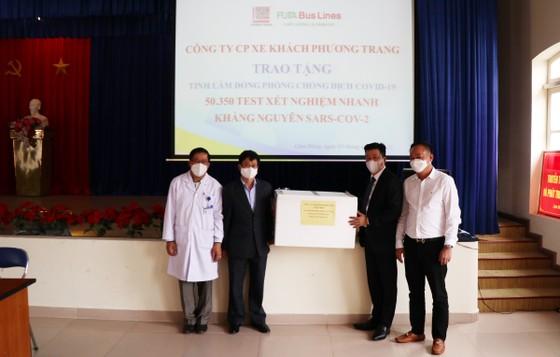Trao tặng hơn 50.000 bộ xét nghiệm Covid-19 cho tỉnh Lâm Đồng ảnh 1