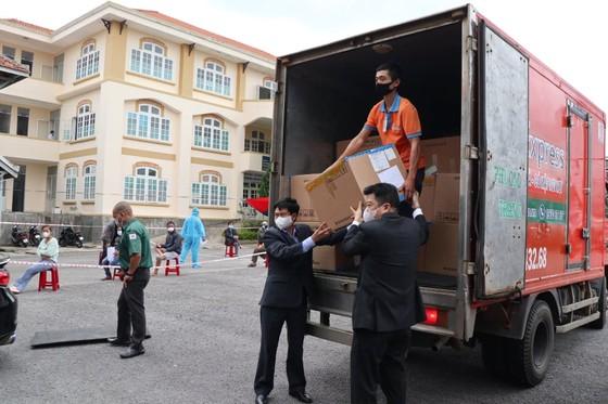 Trao tặng hơn 50.000 bộ xét nghiệm Covid-19 cho tỉnh Lâm Đồng ảnh 2