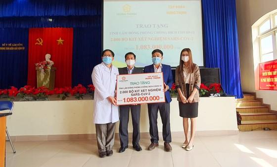 Trao tặng 2.000 bộ kit xét nghiệm SARS-CoV-2 cho tỉnh Lâm Đồng ảnh 1