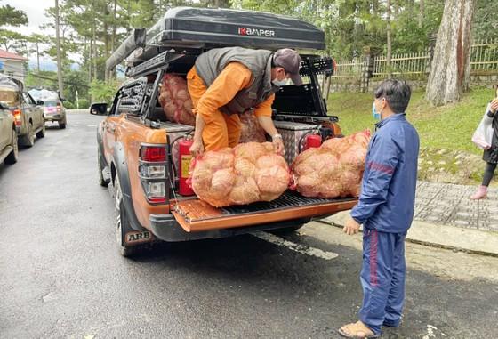 Thêm nhiều xe rau, củ từ Lâm Đồng hỗ trợ vùng dịch ở TPHCM và Phú Yên ảnh 6