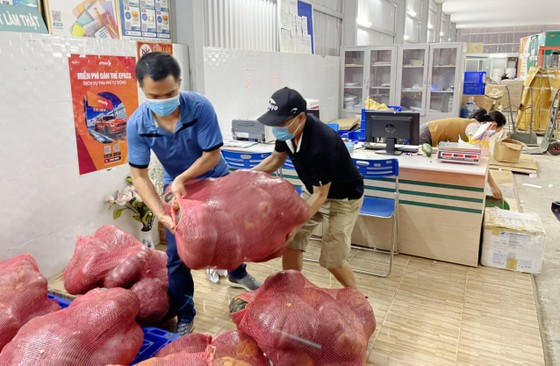 Thêm nhiều xe rau, củ từ Lâm Đồng hỗ trợ vùng dịch ở TPHCM và Phú Yên ảnh 10