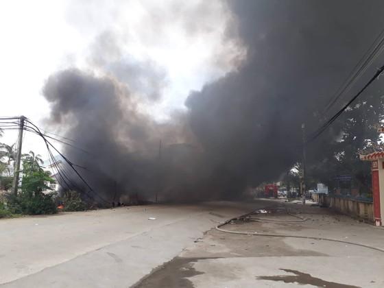 Cháy bãi phế liệu, 540 học sinh phải nghỉ học ảnh 3