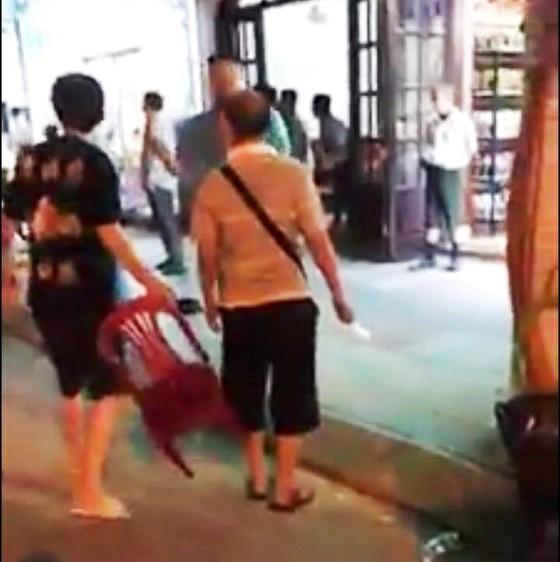 Du khách Trung Quốc cầm dao xô xát với nhân viên nhà hàng tại Nha Trang ảnh 2