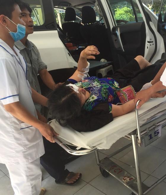 Thêm 1 nạn nhân tử vong trong vụ lật xe trên đèo Khánh Lê ảnh 1