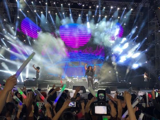 """10.000 khán giả """"cháy"""" hết mình khi Boney M biểu diễn tại Việt Nam ảnh 1"""