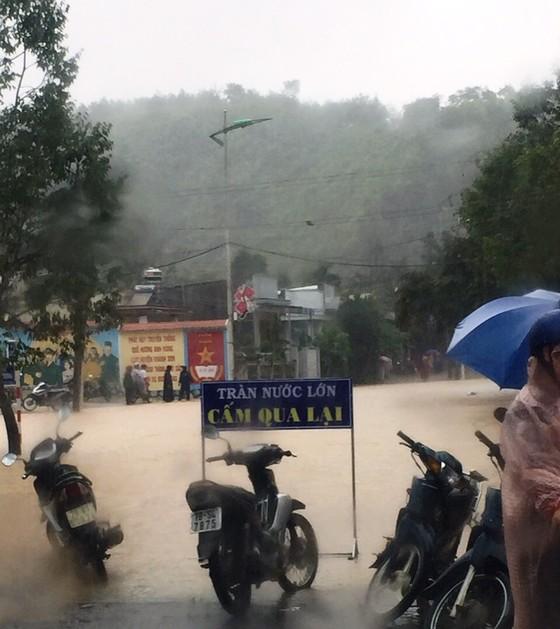 Vũng Tàu - Bến Tre mưa lớn, gió giật mạnh, Khánh Hòa - Ninh Thuận ngập lụt, đường sắt tê liệt  ảnh 17
