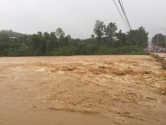 Vũng Tàu - Bến Tre mưa lớn, gió giật mạnh, Khánh Hòa - Ninh Thuận ngập lụt, đường sắt tê liệt  ảnh 16